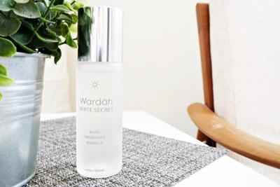 1. Wardah White Secret Pure Treatment Essence