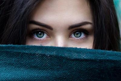 Tips Memilih Softlens, Perhatikan Juga Cara Merawat dan Membersihkannya