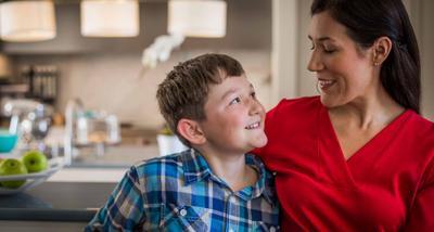 Lagi Hits dan Populer, Yuk Moms Terapkan Positif Parenting Dalam Mengasuh Anak!