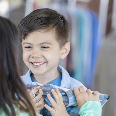 Jangan Sepelekan, Ini Manfaat Membiarkan Anak Memilih Bajunya Sendiri