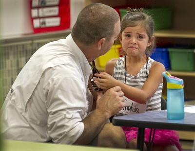 5 Langkah yang Harus Moms Lakukan Agar Anak Tidak Menangis Di Hari Pertama Sekolah