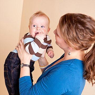 Moms, Lakukan 5 Aktifitas Ini untuk Mengembangkan Kognitif Bayi 3-6 Bulan
