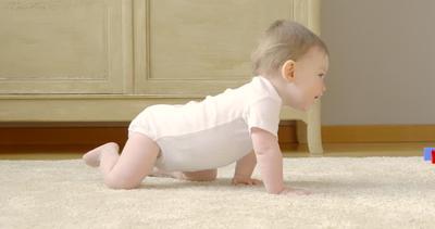 Tingkatkan Kemampuan Motorik Bayi dengan 4 Gerakan Olahraga Ini Moms