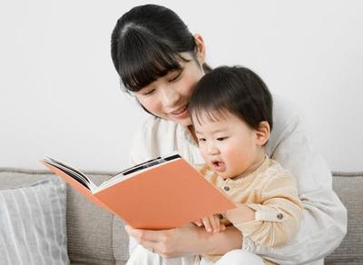 Membacakan Cerita Untuk Bayi Baru Lahir, Mengapa Tidak? Ini Dia Manfaatnya