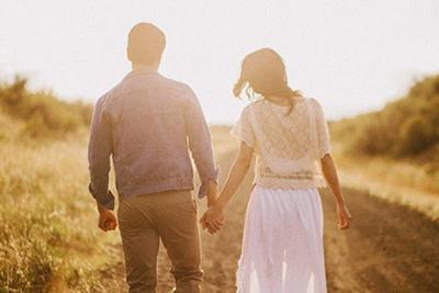 Perlakukan Pasangan dengan Penuh Cinta