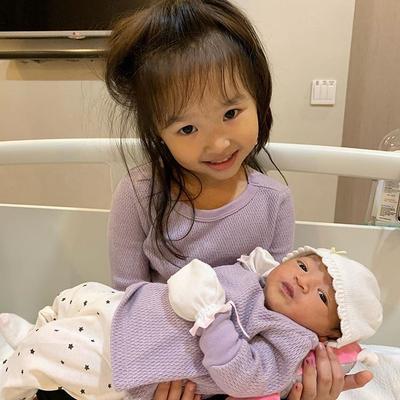 Lahiran Anak Kedua, Begini Cara Sarwendah Membuat Thalia Tidak Cemburu