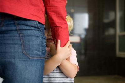 Tumbuhkan Kepercayaan Diri Si Kecil, Hindari 4 Penyebab Anak Menjadi Pemalu