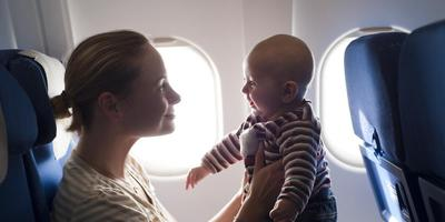 Traveling Nyaman Bareng Si Kecil, Ini Tips Membawa Bayi Naik Pesawat