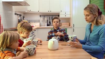 Aturan Minum Teh untuk Anak-anak, Kapan Waktu yang Tepat Memberikannya?