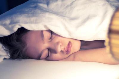 Jarang Diketahui, Tidur Tanpa Bantal Ternyata Punya 7 Manfaat Tak Terduga