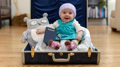 Persiapan Traveling Bersama Bayi, Ini 5 Barang yang Wajib Dibawa Moms