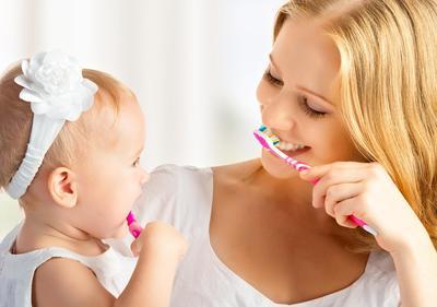 7 Hal Penting yang Harus Moms Perhatikan Agar Gigi Anak Tidak Hitam dan Berlubang