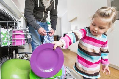 Cara Mengajarkan Anak Tanggung Jawab Sejak Dini, Ini 5 Hal yang Harus Moms Perhatikan