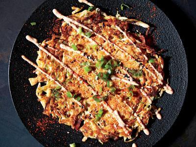 Resep Okonomiyaki, Pancake Khas Jepang yang Bisa Moms Masak Bareng Si Kecil