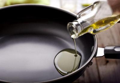 1. Hindari Memanaskan Minyak Zaitun di Atas Suhu 180º Celsius