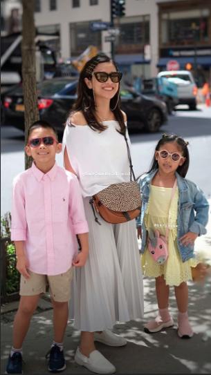 Gaya Liburan 5 Artis Hits Saat Ke Luar Negeri, Mana yang Paling Fashionable, Moms?