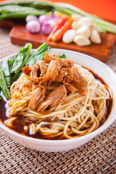 Bikin Sendiri di Rumah Yuk, Intip Resep Mie Ayam Gerobak Kesukaan Si Kecil