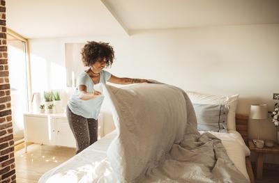 Kapan Waktu yang Tepat Mengganti Sprei? Cek Aturan yang Benar Yuk, Moms!