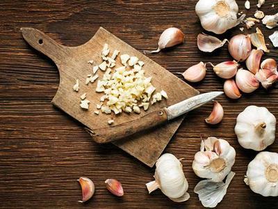 5. Cara Mengatasi Bau Kaki Dengan Bawang Putih