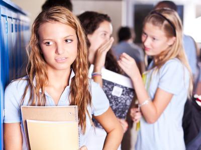 4 Hal yang Bisa Mommy Lakukan Saat Anak Diskors dari Sekolah