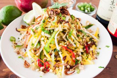 Cara Asik Menikmati Buah Mangga, Intip Resep Thai Mango Salad Deh, Moms!