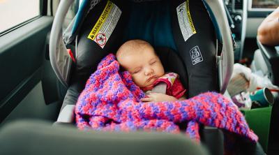 Kapan Anak Mulai Diperbolehkan Duduk Di Kursi Depan Mobil?
