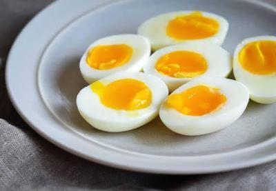 4. Telur Setengah Matang
