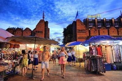 Traveling ke Thailand, Jangan Lupa Kunjungi 3 Night Market di Chiang Mai