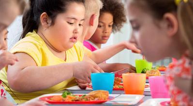 Jangan Sampai Kegemukan, Moms! Ini 5 Cara Mencegah Obesitas Pada Anak
