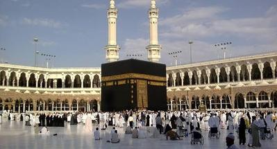 Jaga Kelembapan Kulit Selama Ibadah Haji, Ini 4 Produk Skincare yang Perlu Moms Bawa