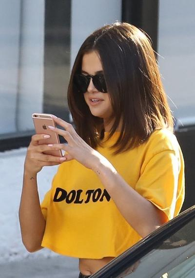7 Gaya Rambut Selena Gomez Ini Cocok Untuk Si Pipi Chubby