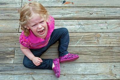 Cara Tepat Mengatasi Anak Tantrum di Tempat Umum, Perhatikan 5 Langkah Ini, Moms
