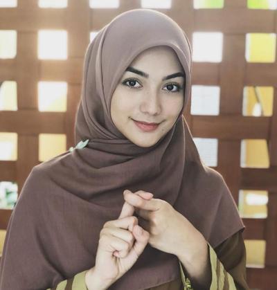 Cantik dan Anggun, 5 Artis Indonesia Ini Memutuskan untuk Berhijab