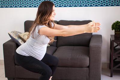Tips Senam Hamil Untuk Memperlancar Proses Melahirkan, Ikuti Gerakannya Yuk, Moms!