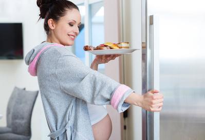 Bolehkah Ibu Hamil Makan Makanan Pedas? Cek Faktanya Yuk, Moms!