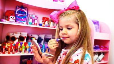 Si Kecil Mulai Suka Dandan? Ini Rekomendasi 4 Produk Makeup yang Aman untuk Anak