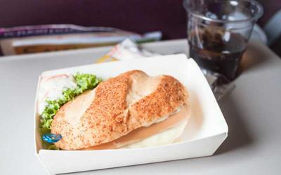 Duh, Ini 5 Fakta Mencengangkan Tentang Menu Makanan di Pesawat