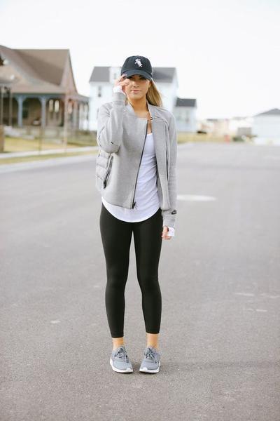 Inspirasi Outfit Sporty Untuk Mama Muda, Biar Makin Kece dan Kekinian!