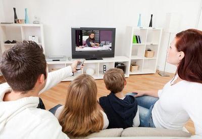 Tips Memilih Tayangan TV yang Aman Untuk Anak, Terus Dampingi Si Kecil Ya, Moms