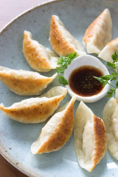 Resep Gyoza Ayam Rumahan yang Mudah, Praktis dan Pastinya Halal, Moms!