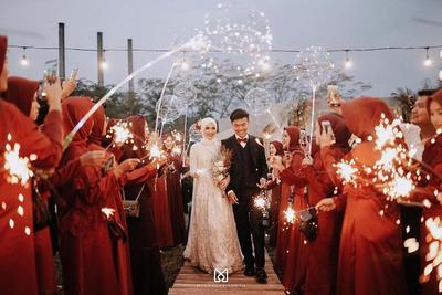 4 Hal Anti Mainstream yang Cuma Ada di Pernikahan Helmi Nursifah