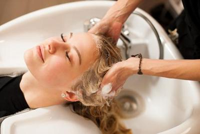 Nggak Harus Mahal, Ini 5 Langkah Perawatan Rambut Di Rumah