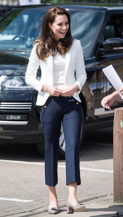 9 Inspirasi Fashion Casual Ala Kate Middleton, Tampil Santai Tapi Tetap Elegan