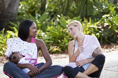 5 Tips Menyusui di Tempat Umum Agar Tetap Nyaman dan Tidak Ribet