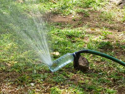 Ragam Kreasi Limbah Botol Bekas, dari Vas Bunga Hingga Kebun Hidroponik