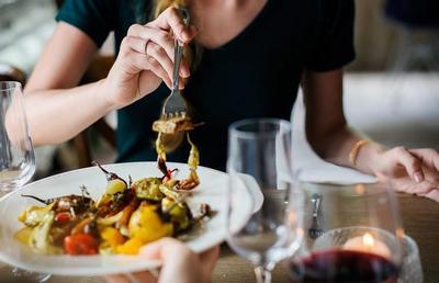 6 Kebiasaan yang Tak Boleh Dilakukan Setelah Makan, Berbahaya Untuk Kesehatan Lho!