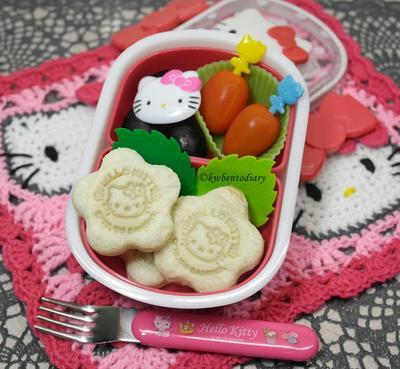 source: http://kwbentodiary.blogspot.com/2013/06/bentojune5ahello-kitty-bread-snack.html#.VH6sxjGsV2R