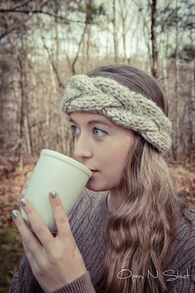 source: http://margoknits.blogspot.com/2014/06/cable-crown-super-bulky-headband.html